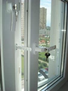Ruchki-na-okna-s-zamkom